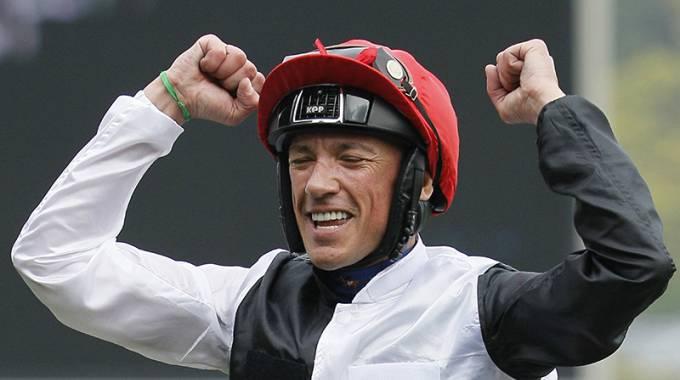 Dettori riding Golden Horn celebrates after winning the Qatar Prix de l'Arc de Triomphe ©AFP