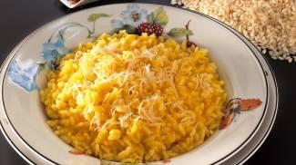 Un piatto di risotto alla milanese