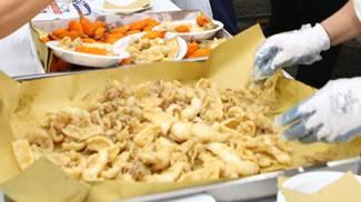 Pesce fritto in una foto d'archivio Pieragostini