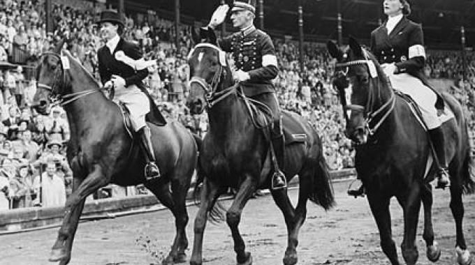 Lis Hartel e Jubilee, sulla sinistra, a Stoccolma nel 1956