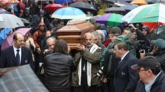 Il corteo funebre per Dario Fo