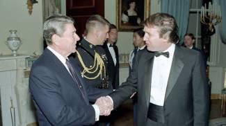 Trump alla Casa Bianca con il presidente Ronald Reagan. Era il 1987 (Dire/Twitter)