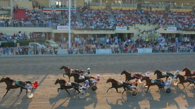 Ippica: il trotto dell'Ippodromo Arcoveggio festeggia San Petronio a Bologna