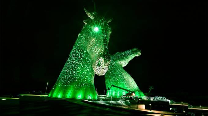 Kelpies, cavalli illuminati di verde per il Saint Patrick's Day ©LaPresse