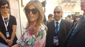 Melania Trump in abito floreale, sempre D&G (Ansa)