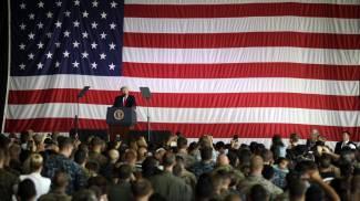 Donald Trump nella base di Sigonella (Ansa)