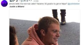 Justin Bieber in una delle foto con i fans condivisa su Twitter