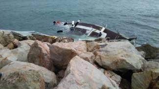 La barca naufragata a Punta Ala (foto Marco Mori)