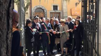 Palazzo Seneca, la riapertura in una foto dal Facebook di Catiuscia Marini (Ansa)