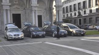 Le bare della famiglia Ramacciotti sono arrivate in Duomo per i funerali
