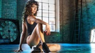 In posa come nel film cult Flashdance