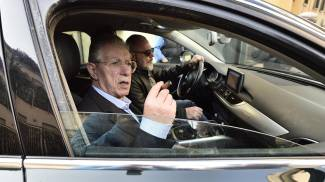 L'arrivo di Umberto Bossi in via Bellerio (Ansa)