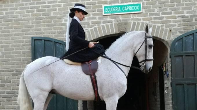 Un capriccio molto elegante: Valentina Granati su Cale, foto A.i.m.a.