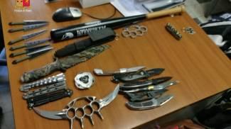 Tirapugni, sfollagente, pugnali e coltelli sequestrati dalla Polizia