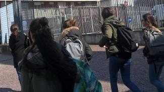 Allarme boati, studenti escono dal liceo artistico di Varese