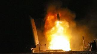 Il lancio di missili da una nave (Ansa)