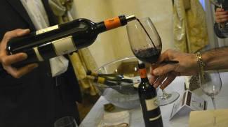 Degustazione, vino (Foto di repertorio LaPresse)