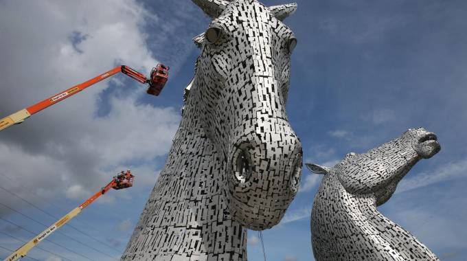 Il grooming dei Kelpie di Falkirk, in Scozia photo Andrew Milligan/PA Wire