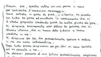 LE MISSIVE Decine e decine di lettere inviate dalla bidella Deborah De Palma per spiegare la scelta contro corrente «Voglio tornare a fare la bidella» IL SORRISO Deborah De Palma accoglie i bimbi dell'asilo