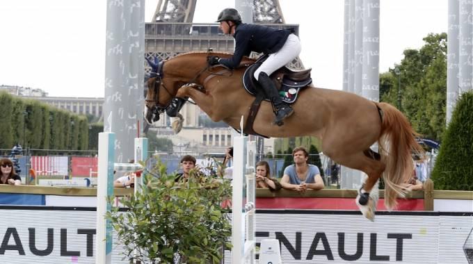 Ben Maher su Don Vito in gara a Parigi (ph. Stefano Grasso/LGCT)