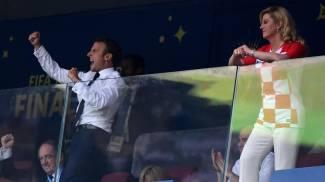 Macron esulta davanti alla presidente croata (Ansa)