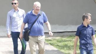 Don Paolo Glaentzer in tribunale a Prato dopo l'interrogatorio di garanzia Foto Attalmi