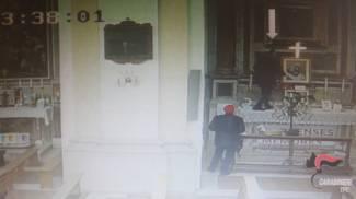 I ladri delle chiese in azione
