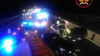 I soccorsi sull'A8 dopo l'incidente costato la vita a una donna