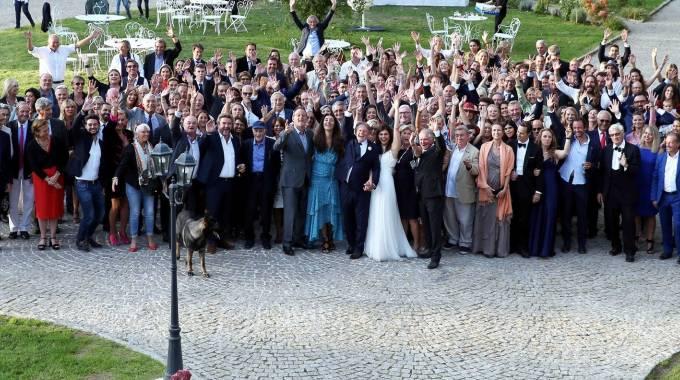 Foto da un matrimonio: quello di Mario Luraschi e Clemence Faivre, da Facebook