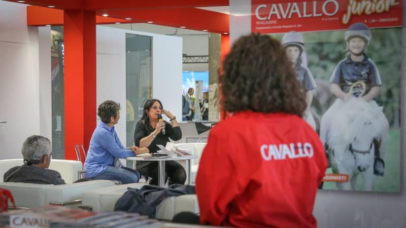 Paola Amadesi presenta il libro Viaggiatori a Cavallo Fieracavalli 2018 ©Massimo Argenzian