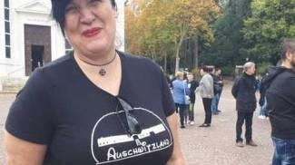 Selene Ticchi con la maglietta incriminata
