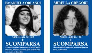 Manifesti a Roma dopo la scomparsa di Emanuela Orlandi e di Mirella Gregori (Ansa)