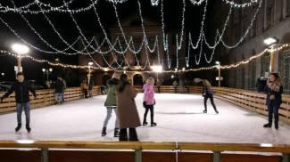 La pista di pattinaggio su ghiaccio XXL