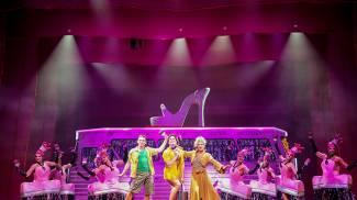 Manuel Frattini è tra gli interpreti di PRISCILLA la regina del deserto al Teatro Verdi