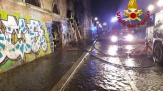 Roma: incendio all'Ex-mattatoio, evacuati 5 cavalli delle botticelle