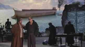 Adriano Celentano entra in scena nel teatro Camploy di Verona (Ansa / Canale 5)