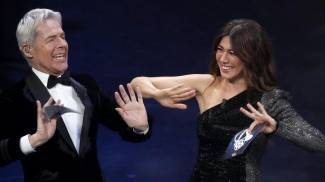 Claudio Baglioni e Virginia Raffaele all'Ariston (Ansa)
