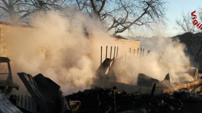 Le scuderie di Asiago andate a fuoco, foto VVFF