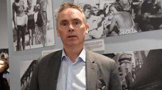 Il curatore della mostra Frédéric Lecomte-Dieu