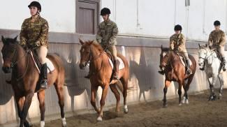 Un momento delle esercitazioni a cavallo (Foto Fiocchi)