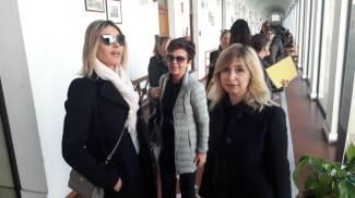 Da sinistra: Sabrina Landucci, e gli avvocati Letizia Lavoratti e Susanna Campione