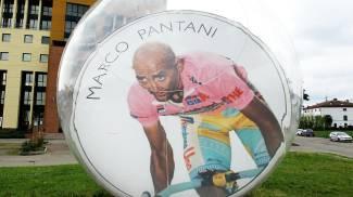 La biglia gigante raffigurante Marco Pantani nella sede della Mercatone Uno