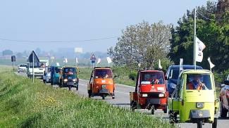 La colorata mini-carovana percorrerà complessivamente 600 km (Scardovi)