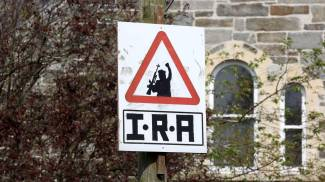 Un cartello dell'Ira a Derry (Lapresse)