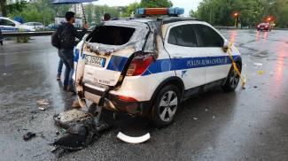 L'auto della Polizia locale incendiata (Dire)