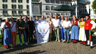 Festa in piazza Garibaldi a Sondrio per le Olimpiadi invernali (Anp)
