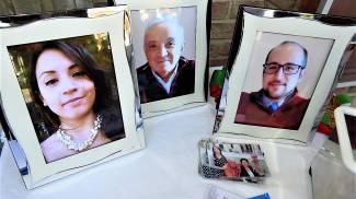 I funerali di Walter Cembali e i due figli Federica e Roberto (Scardovi)