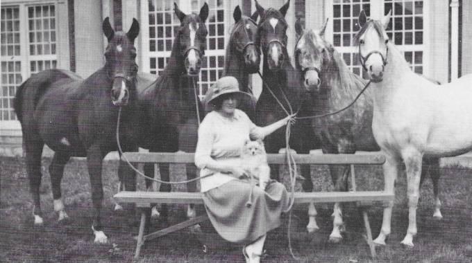 Lady Wentworth con alcune delle sue fattrici, foto di archivio