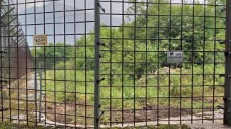 Il recinto di Castellar da cui l'orso è fuggito (Ansa)