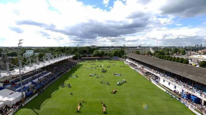 Una panoramica del magnifico campo ostacoli di Dublino (ph. FEI Live TV)